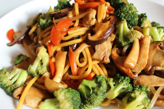 Easy Chicken and Vegetable Lo Mein Pasta